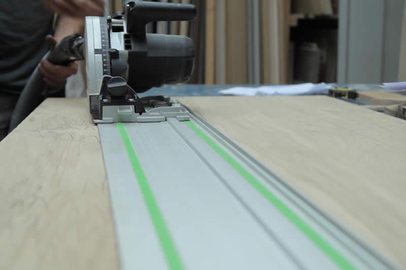 Montagemedewerker timmerindustrie